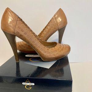 Andrew Geller Tan knot detail 4' heels
